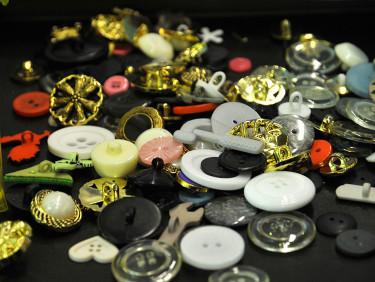 Vackra knappar att dekorera med. Foto: Bernt Svensson
