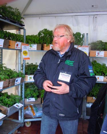 Åke Truedsson pratar tomater Foto: Sylvia Svensson