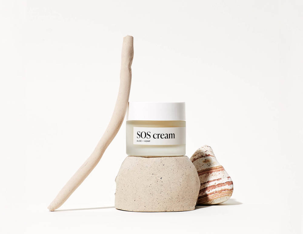 Your KAYA SOS cream in a composition with stones