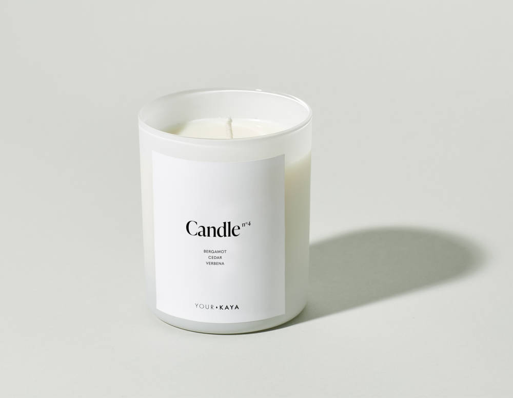 Your KAYA woody fruit candle made of 100% soy wax with cotton-hemp wick