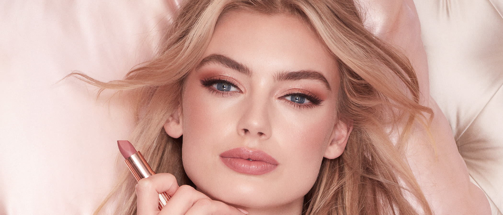 Discover Valentine's Day makeup tutorials to feel gorgeous, including pink eyeshadow tutorials, date night makeup and pretty pink lipsticks.