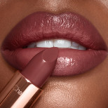 K.I.S.S.I.N.G Pillow Talk Intense Lipstick Model 2