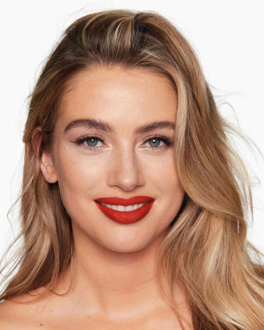 Charlotte Tilbury Hot Lips 2 Red Hot Susan Model 12