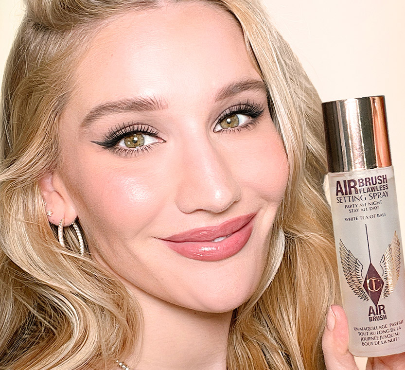 Model Sofia Holding Scented Setting Spray