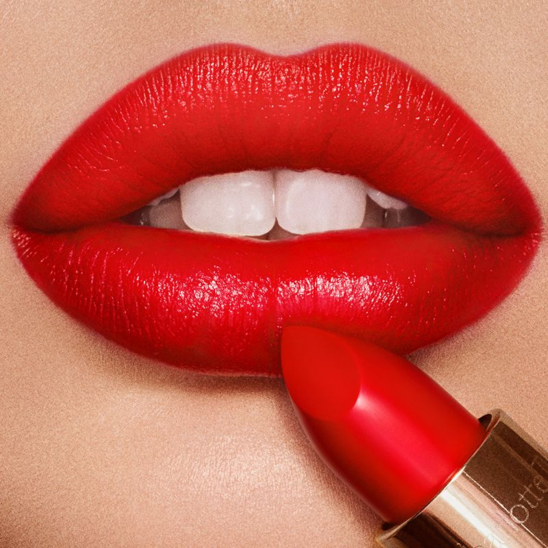 how-to_apply_red_lipstick