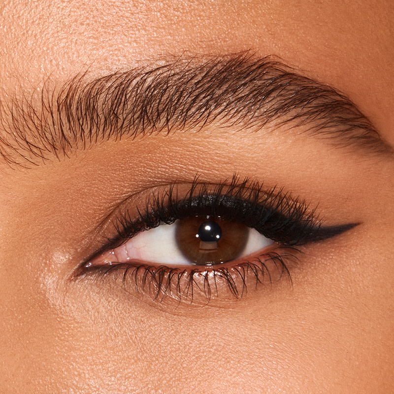 how to apply eyeliner and how to use liquid eyeliner - eye close up