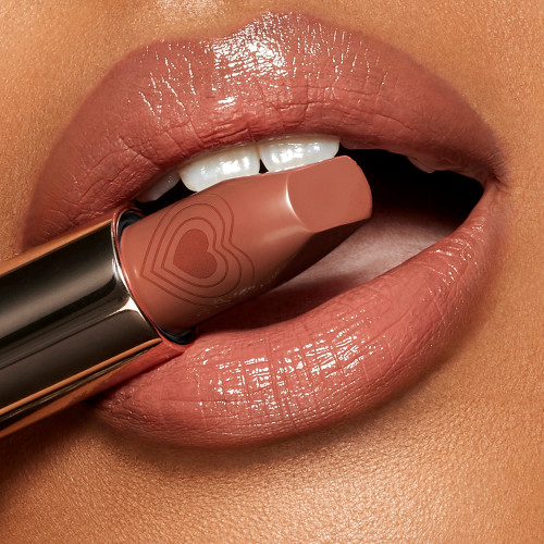 Nude Romance Lipstick Medium Model