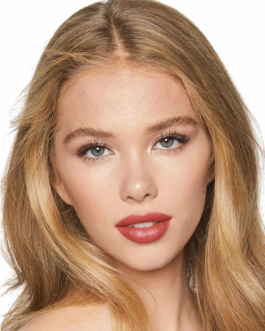 Charlotte Tilbury Hot Lips 2 Glowing Jen Model 5