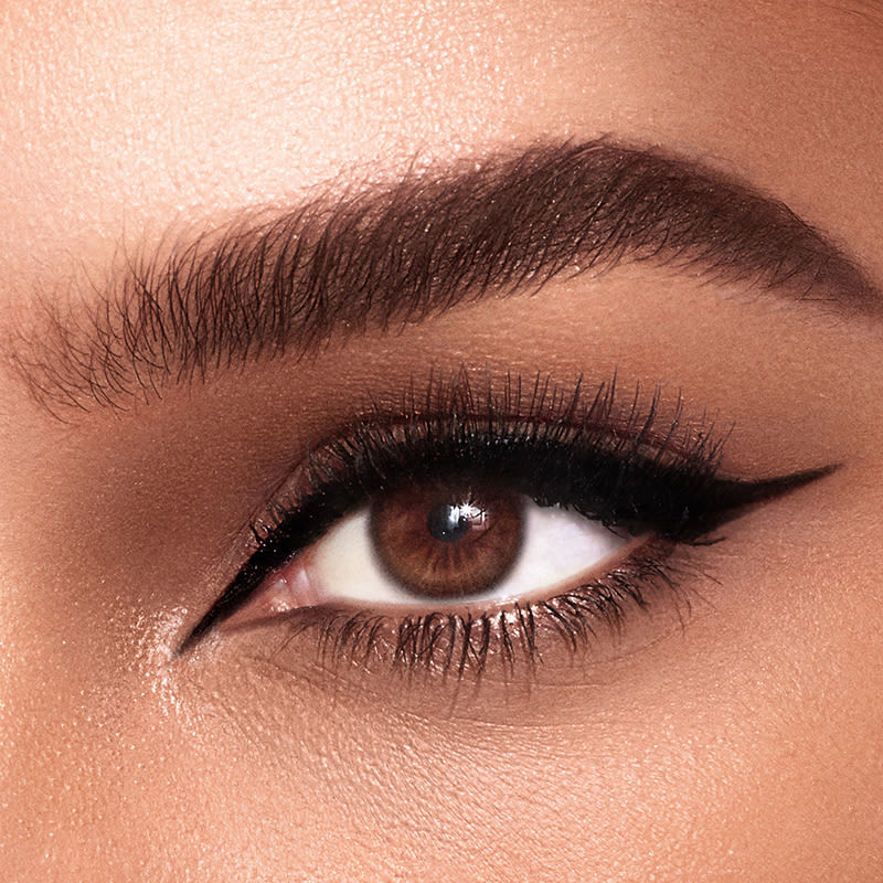 how to do winged eyeliner FI