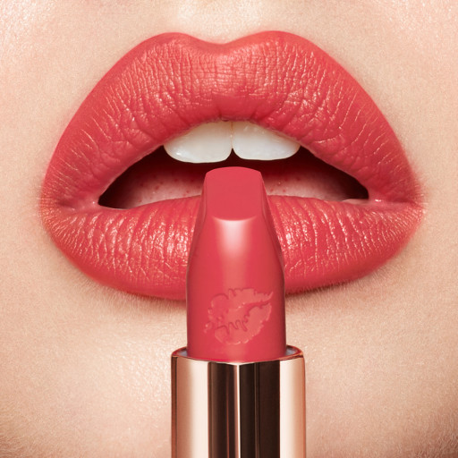 Hot Lips 2.0 Carinas Star lipstick and model's lips