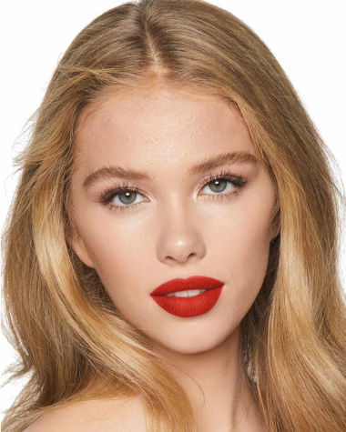 Charlotte Tilbury Hot Lips 2 Red Hot Susan Model 5