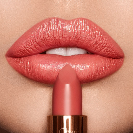 Coachella-Coral-Light-Lip-Model