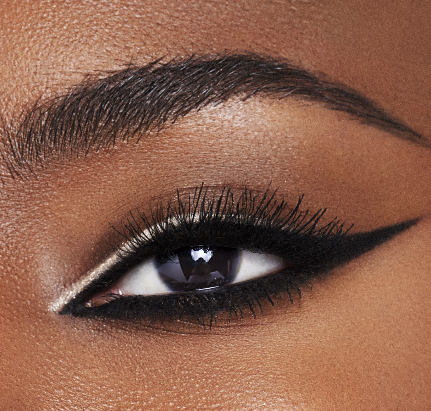 nude white eyeliner eye close up
