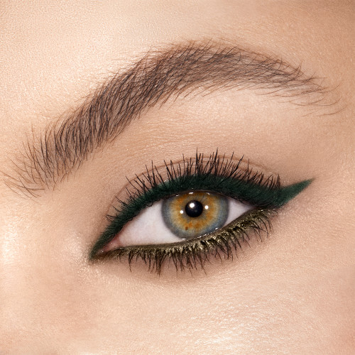 Green Lights Eyeliner Model