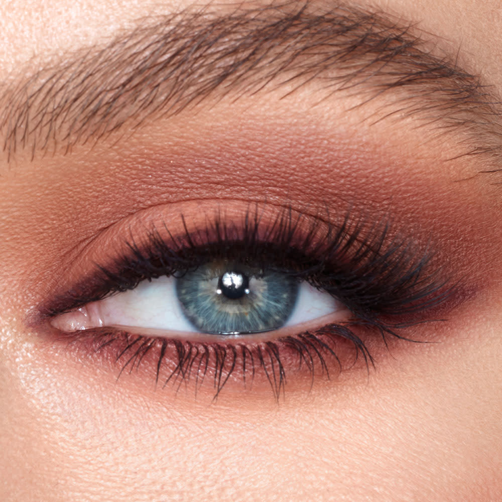 Pillow Talk Instant Eye Palette model eye shot