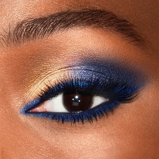 Super Blue Luxury Palette Eyeshadow Model 1