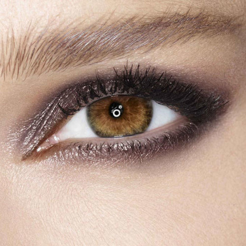 Dark Pearl Colour Chameleon Eyeshadow model image