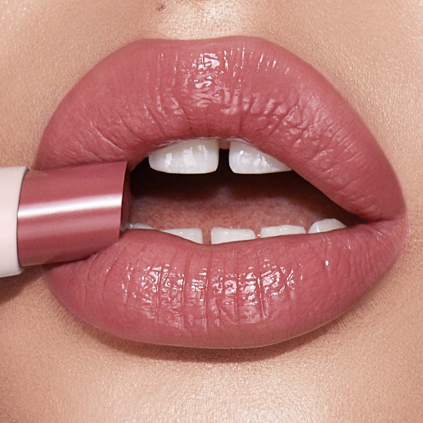 PILLOW TALK - Hyaluronic Happikiss Lip Close Up Fair