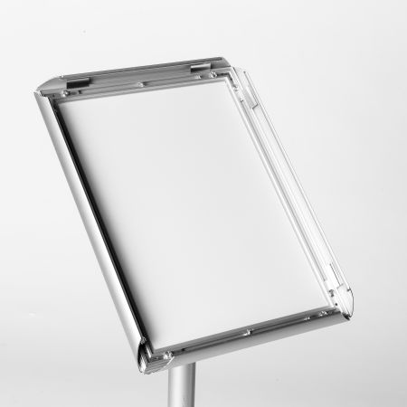 Get your uniquely designed aluminium poster stands printed at Helloprint. Perfect for getting your message out at events.