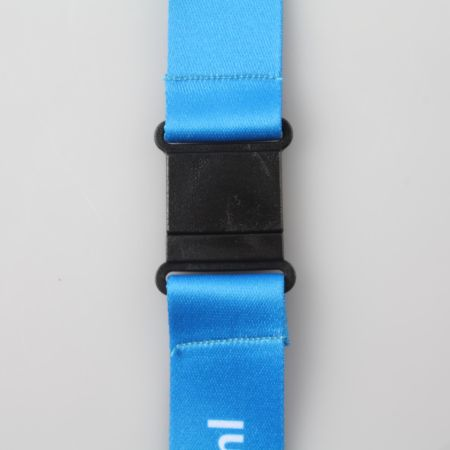 A black clip on connected to a blue thread, print it at Helloprint.