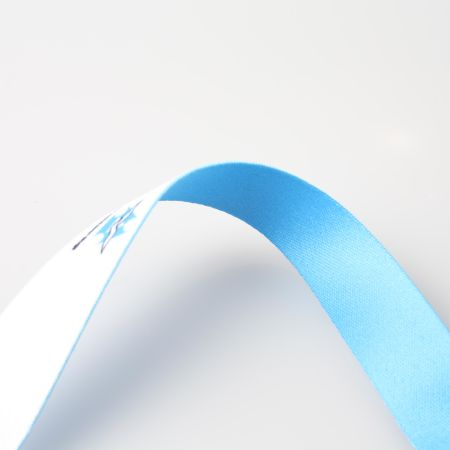 Get your uniquely designed lanyards printed at Helloprint. Perfect to be used during events and fairs.