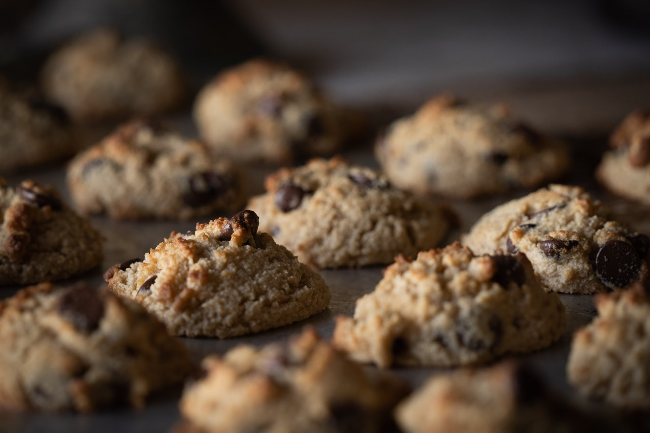 selective-focus-photography-of-chocolate-cookies