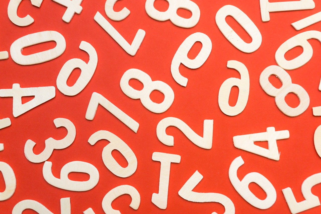 concept-numbers-red-background-style-1314529