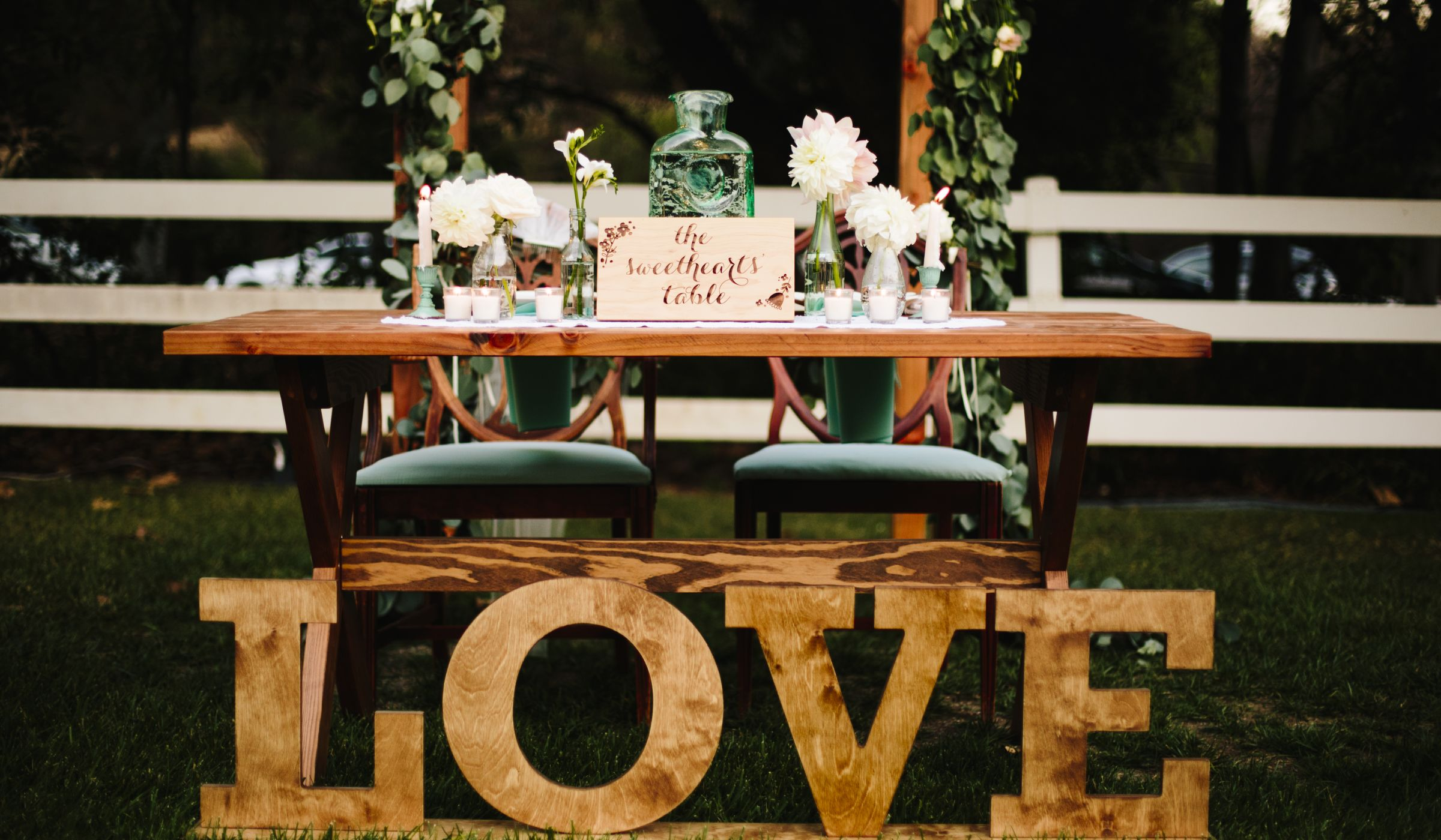 Intimate Reception Seating Pros Vs Cons Weddingwire