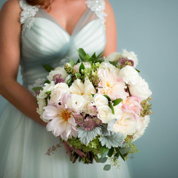 Best Wedding Flowers: 7 Popular Bridal Bouquet Styles