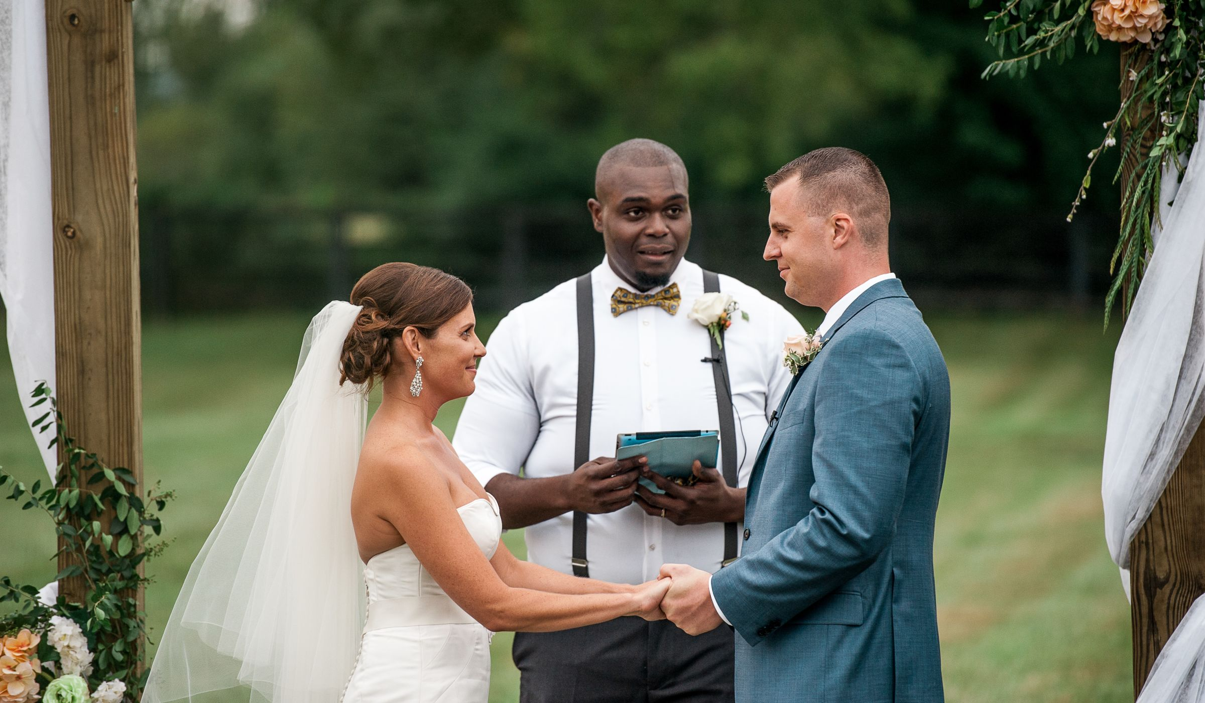 6 Steps To Finding The Right Wedding Officiant For You