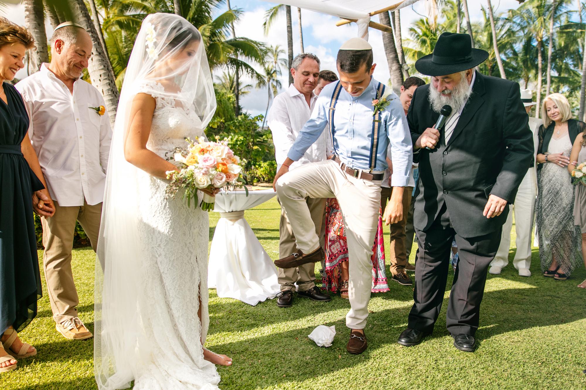 Gl Breaking At Wedding