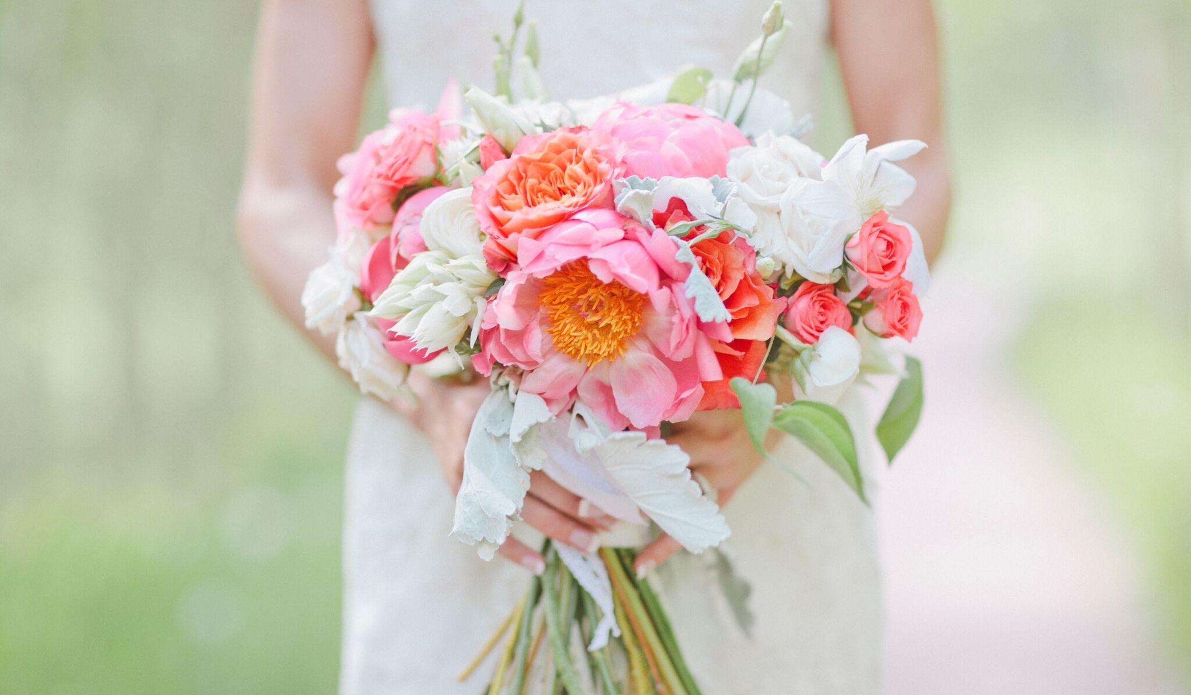 florists reveal the hottest summer wedding flowers weddingwire. Black Bedroom Furniture Sets. Home Design Ideas