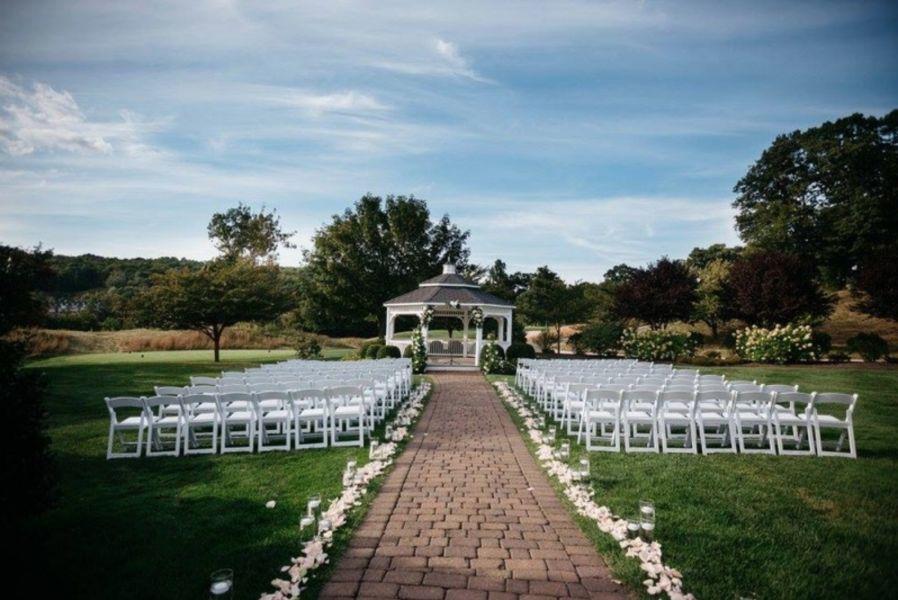 16 stunning outdoor wedding venues in connecticut weddingwire great river golf club junglespirit Gallery
