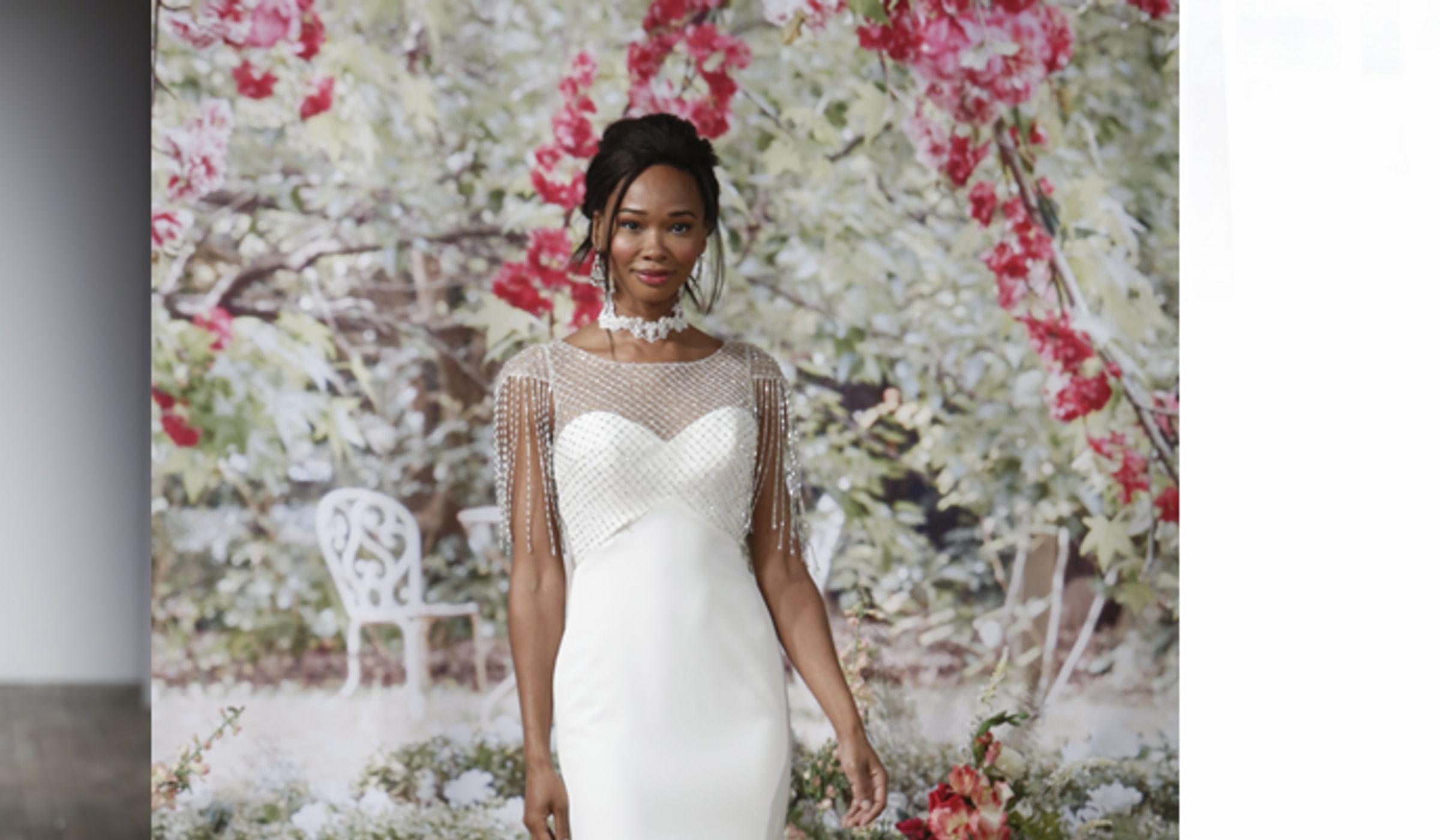 10 amazing las vegas wedding dresses weddingwire for Las vegas wedding dresses