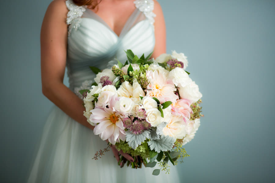 7 winter wedding flowers youll absolutely adore weddingwire pastel wedding bouquet junglespirit Images