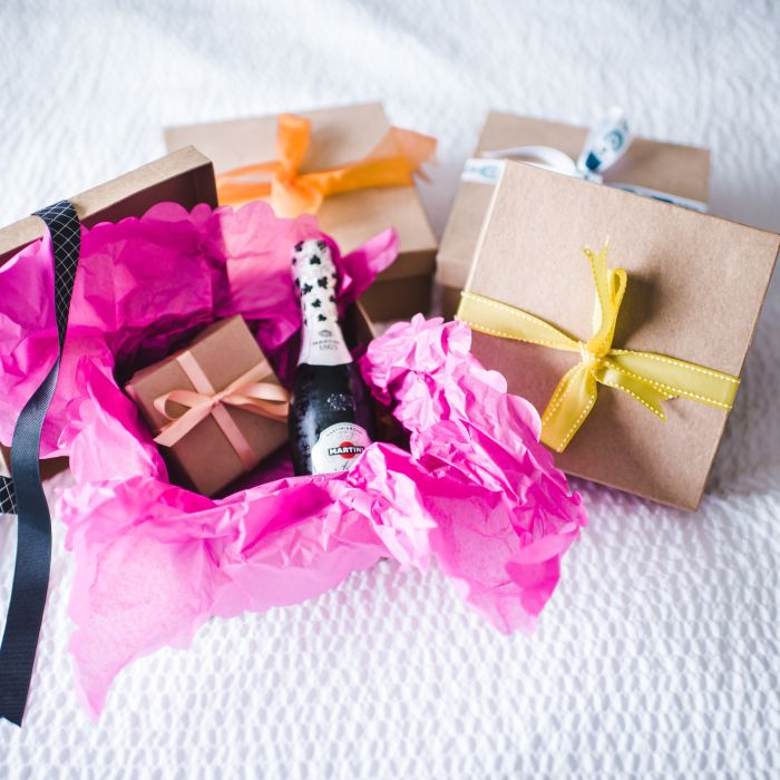 Gift Etiquette For Destination Weddings: Which Thank-You Gift Should You Give Your Parents