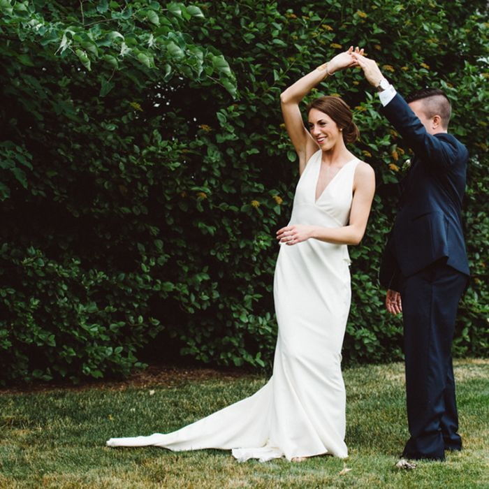14 signs wedding planning is taking over your life weddingwire couple dancing outdoors junglespirit Images