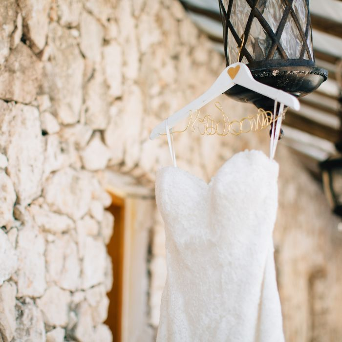 Wedding Alteration: 8 Tips For Wedding Dress Alterations And Fittings