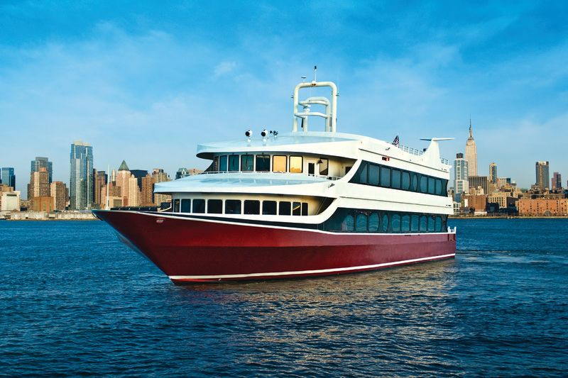 Bateaux New York Cruises Cruising year-round from Chelsea Piers, Bateaux New York offers champagne brunch, lunch, dinner and full moon cruises, plus dozens of holiday cruises. You'll enjoy a leisurely cruise with stunning views of the Empire State Building, Brooklyn Bridge, the .