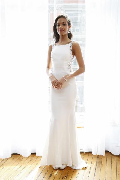 10 amazing las vegas wedding dresses weddingwire for Wedding dress las vegas