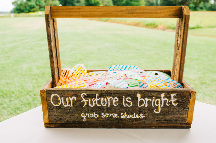 10 Creative Wedding Favor Display Ideas