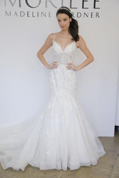 10 amazing las vegas wedding dresses weddingwire for Wedding dresses for rent in las vegas