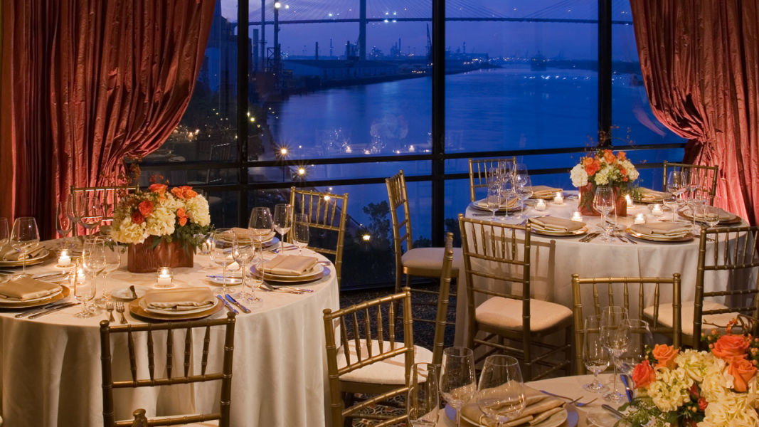 6 savannah hotel wedding venues we love weddingwire hyatt regency savannah wedding venue junglespirit Image collections