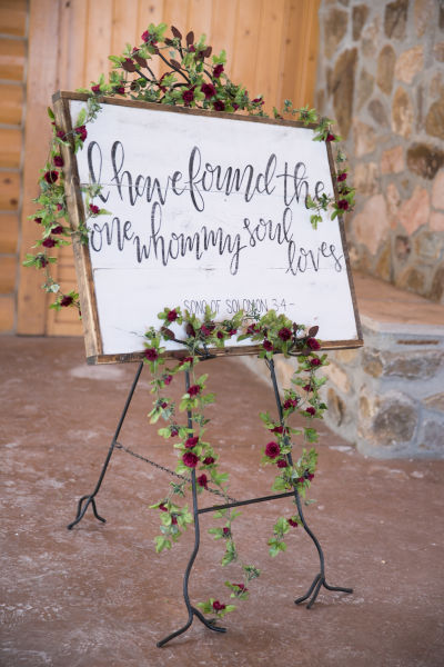 11 romantic wedding signs we love weddingwire bibe verse wedding sign junglespirit