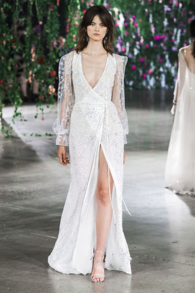 The 2018 Wedding Dress Trends New Brides Need To See - WeddingWire