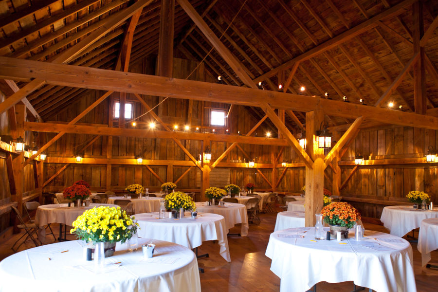Great Wedding Venue Near Chicago: 8 Barn Wedding Venues Near Chicago For Rustic Couples