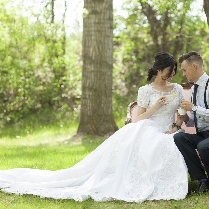 Ceremony Vs Reception Dress: Intimate Reception Seating: Pros Vs. Cons