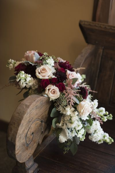 7 winter wedding flowers youll absolutely adore weddingwire astilbe bouquet junglespirit Images