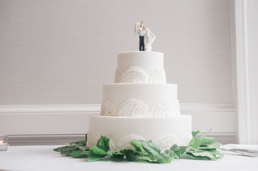 Check Out The Most Popular Wedding Cake Toppers That Couples Love