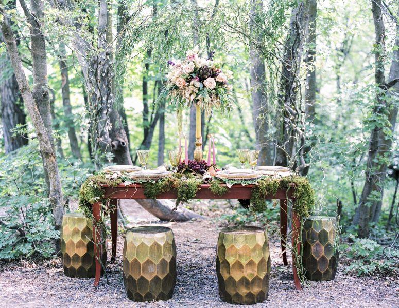 15 enchanting woodland wedding ideas weddingwire woodland themed tablescape junglespirit Gallery